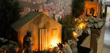 Un año más, el Belén de la Esperanza decora el pasillo de Infantil