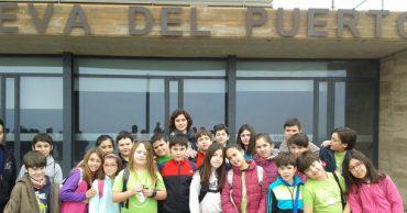 Los alumnos de 4º visitan la Cueva del Puerto