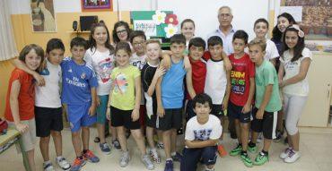 Cáritas recibe la aportación del proyecto EME de alumnos de 5º