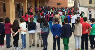 Minuto de silecio por el profesor asesinado el Barcelona
