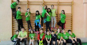 Los alumnos de sexto participan en el multideporte escolar