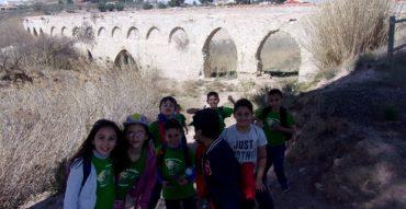 """Tercero y cuarto de Primaria """"andando"""" por la historia de nuestro pueblo: Salinas del Pino de la Asomada y Acueducto Romano."""