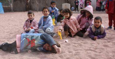 Reposición arena patio infantil