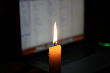 Somos un colegio digital a la luz de las velas